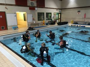 A pre try dive briefing